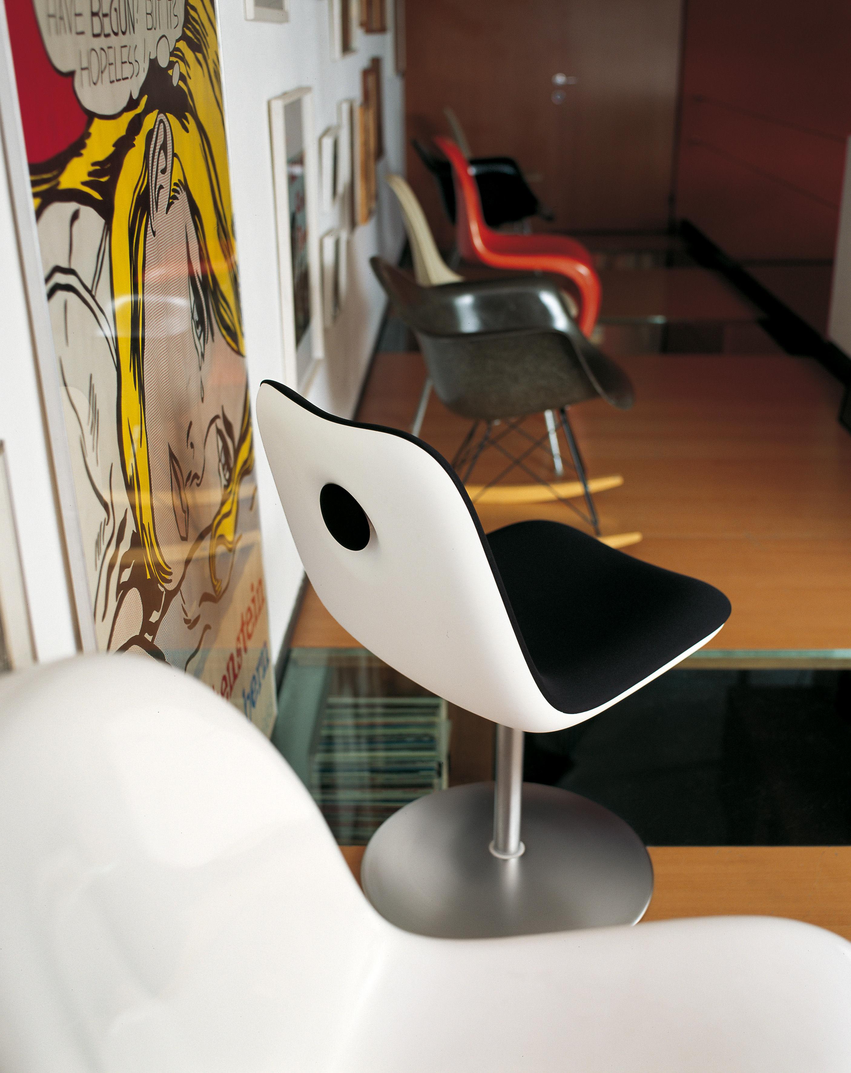 Girevole sedia boum kristalia nero l 45 x h 78 made for Sedia design girevole