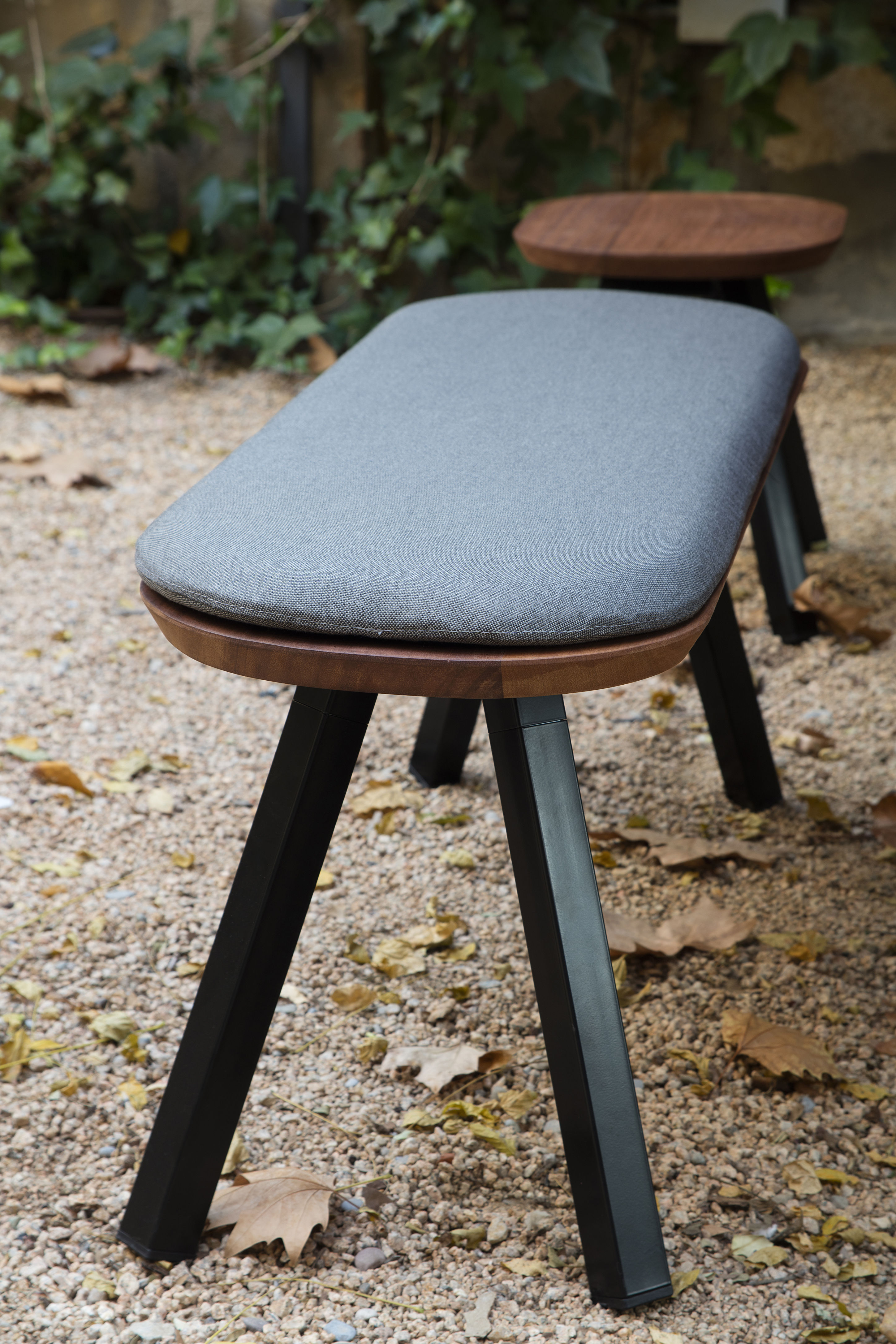 banc y m bois m tal l 220 cm bois naturel pieds. Black Bedroom Furniture Sets. Home Design Ideas
