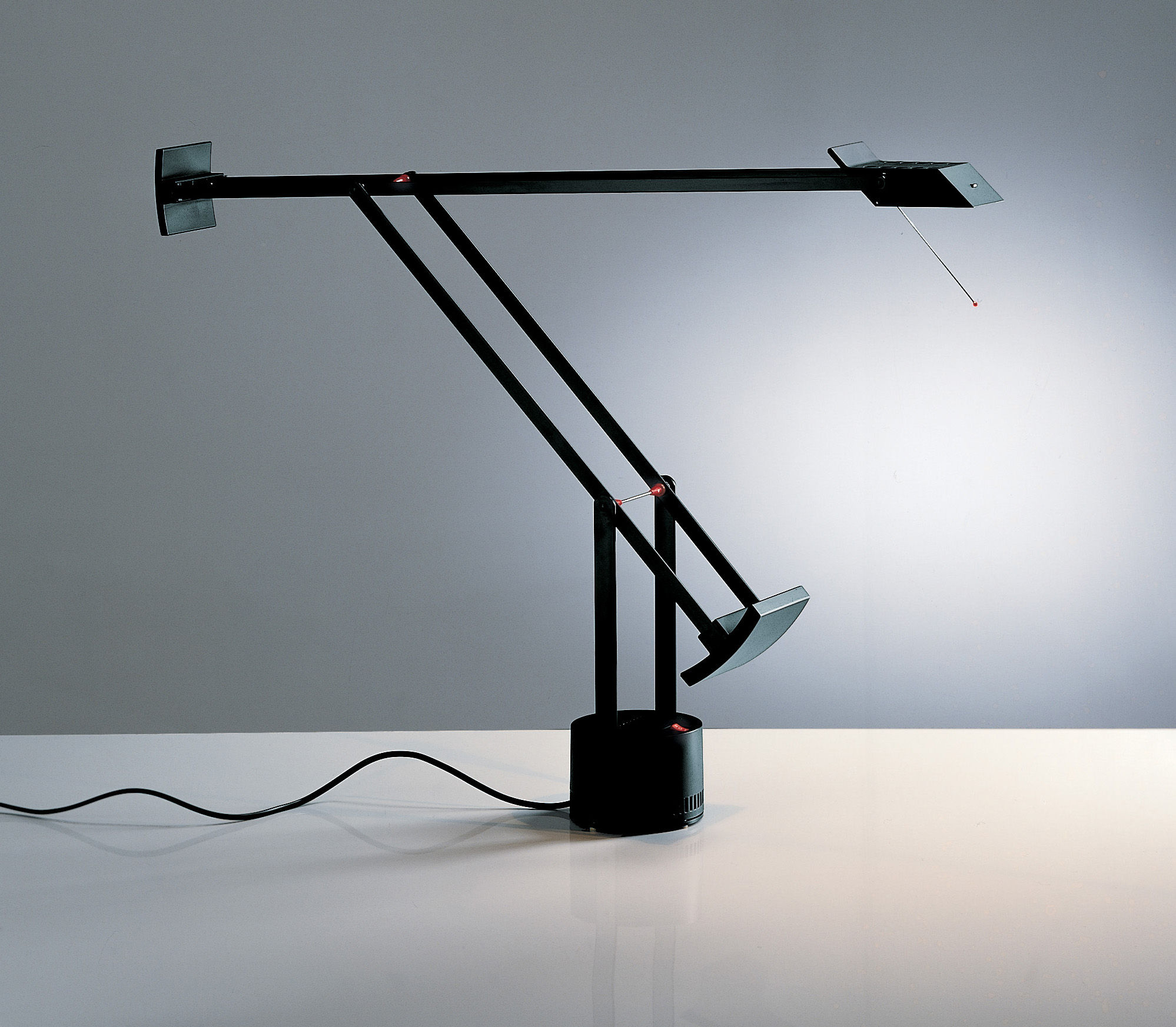 Lampada da tavolo Tizio Artemide - Nero   Made In Design