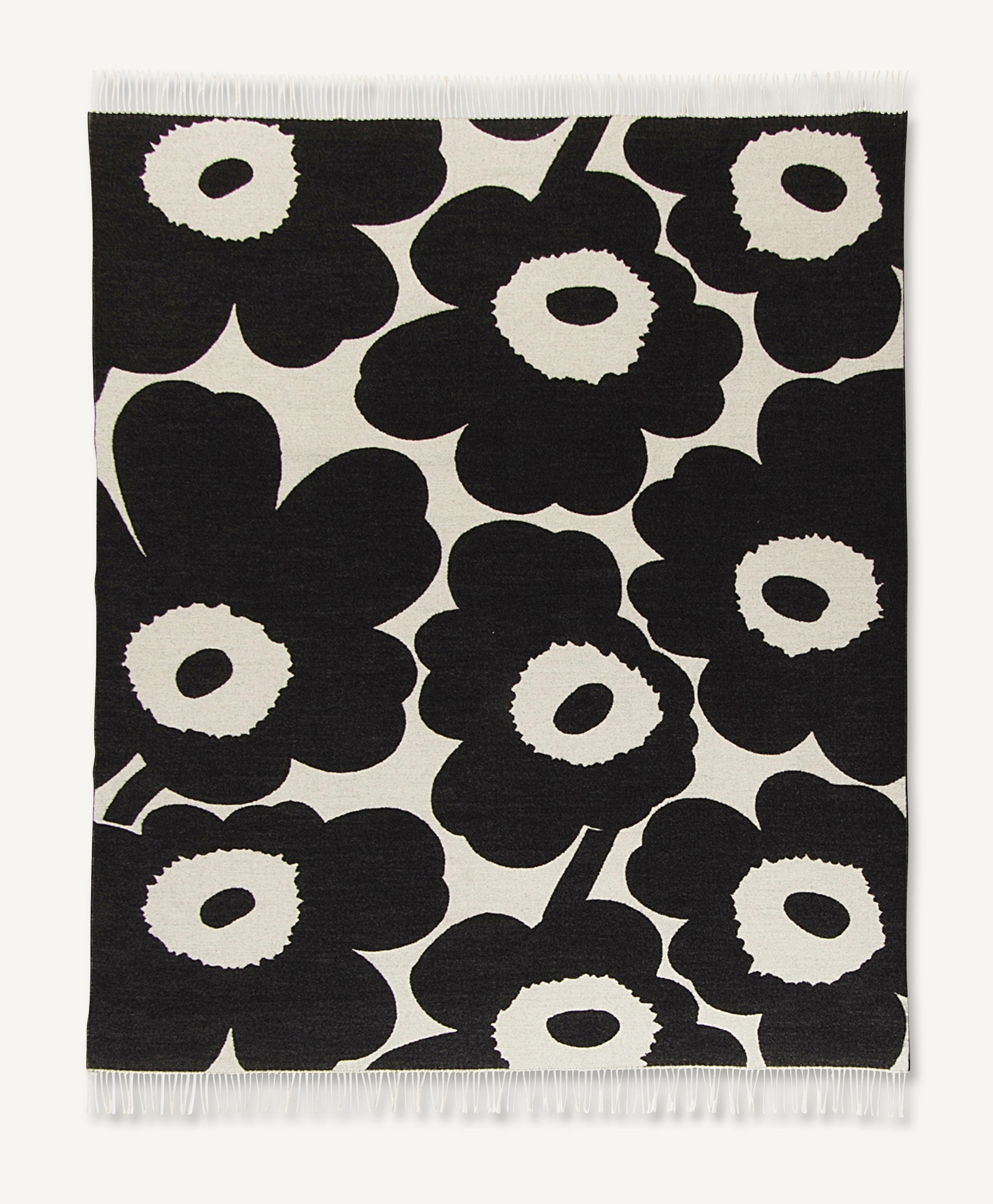 unikko plaid 130 x 180 cm unikko wei schwarz by marimekko made in design. Black Bedroom Furniture Sets. Home Design Ideas