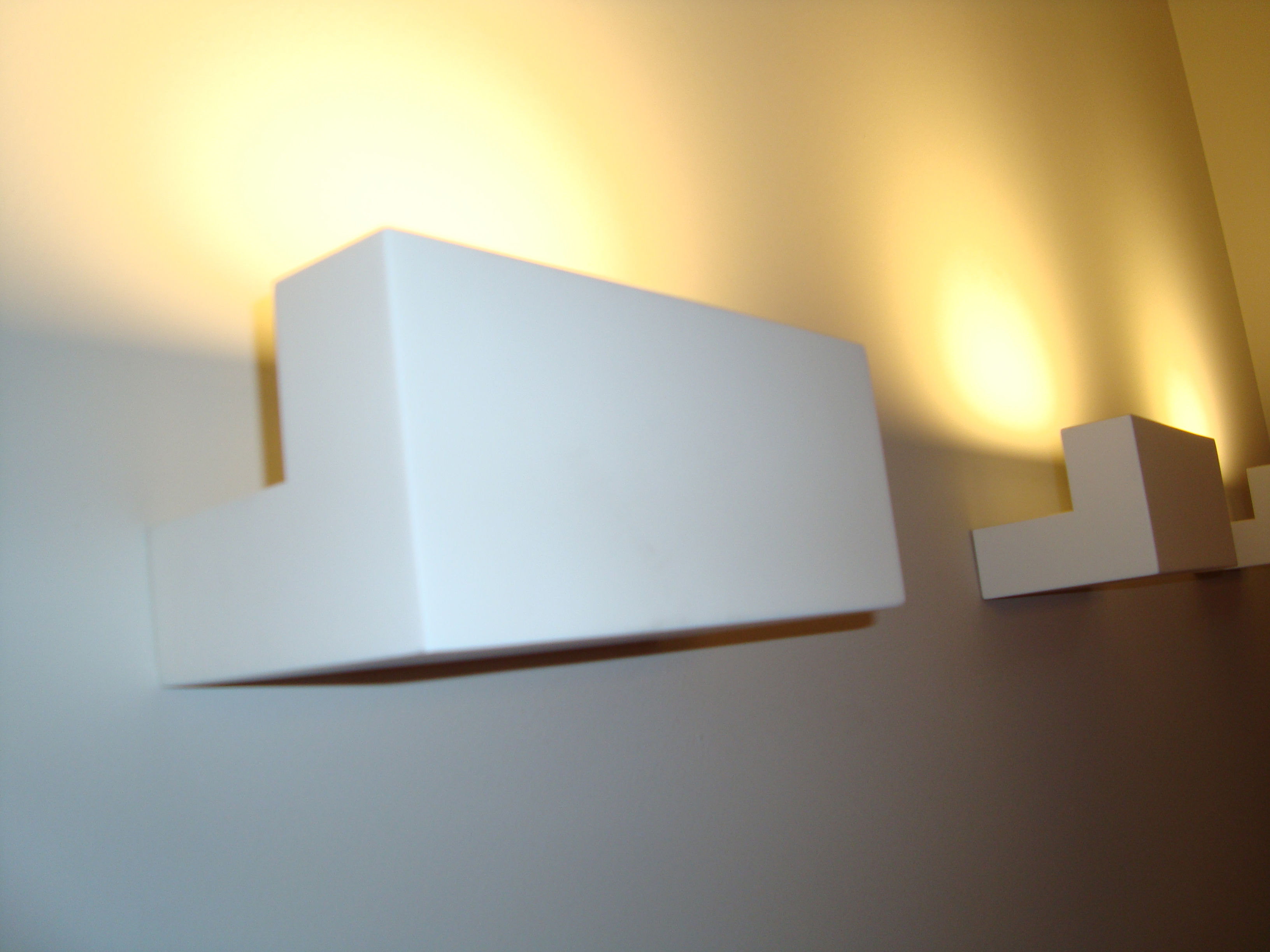 Flos Plafoniera Led : Long light applique led bianco opaco by flos made in design