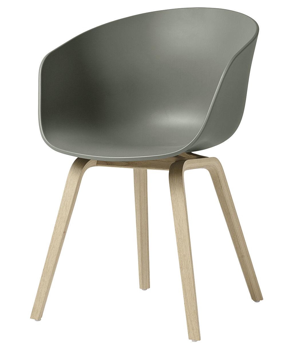 Arredamento - Sedie  - Poltrona About a chair AAC22 / Plastica & gambe legno - Hay - Verde kaki / Gambe legno naturale - Chêne verni mat, Polipropilene