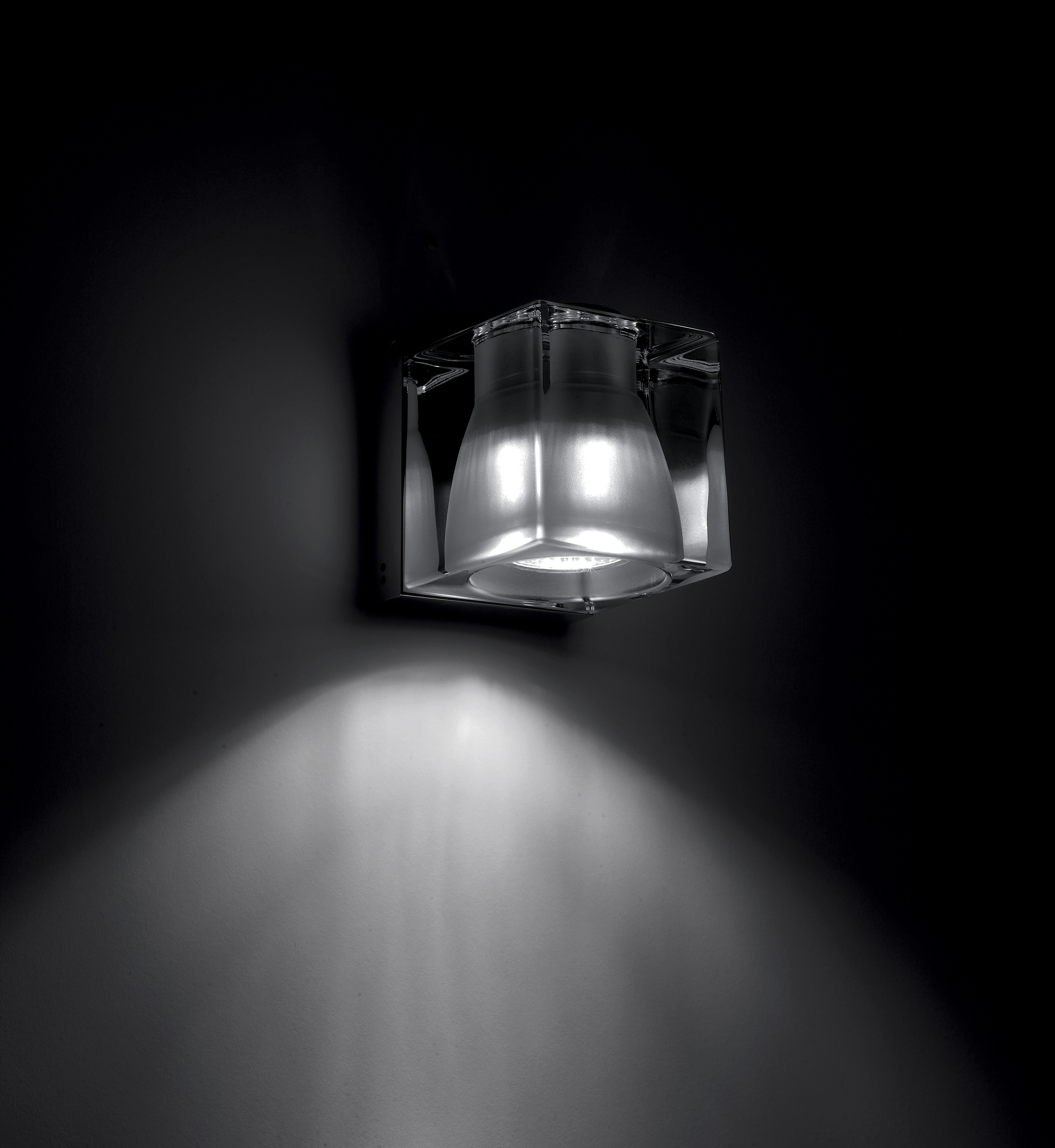 cubetto crystal wandleuchte deckenleuchte verstellbar transparent wandhalterung chrom. Black Bedroom Furniture Sets. Home Design Ideas