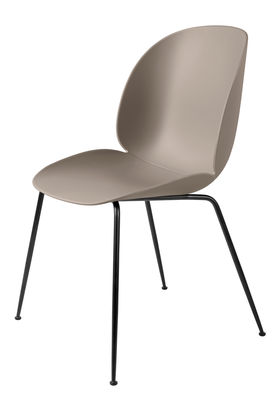 Chaise beetle gubi beige pieds noirs l 56 x h 87 made in design for Chaise 3 pieds