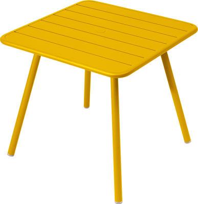 Life Style - Tavolo quadrato Luxembourg - / da 2 a 4 persone - 80 x 80 cm - 4 gambe di Fermob - Miele - Alluminio laccato