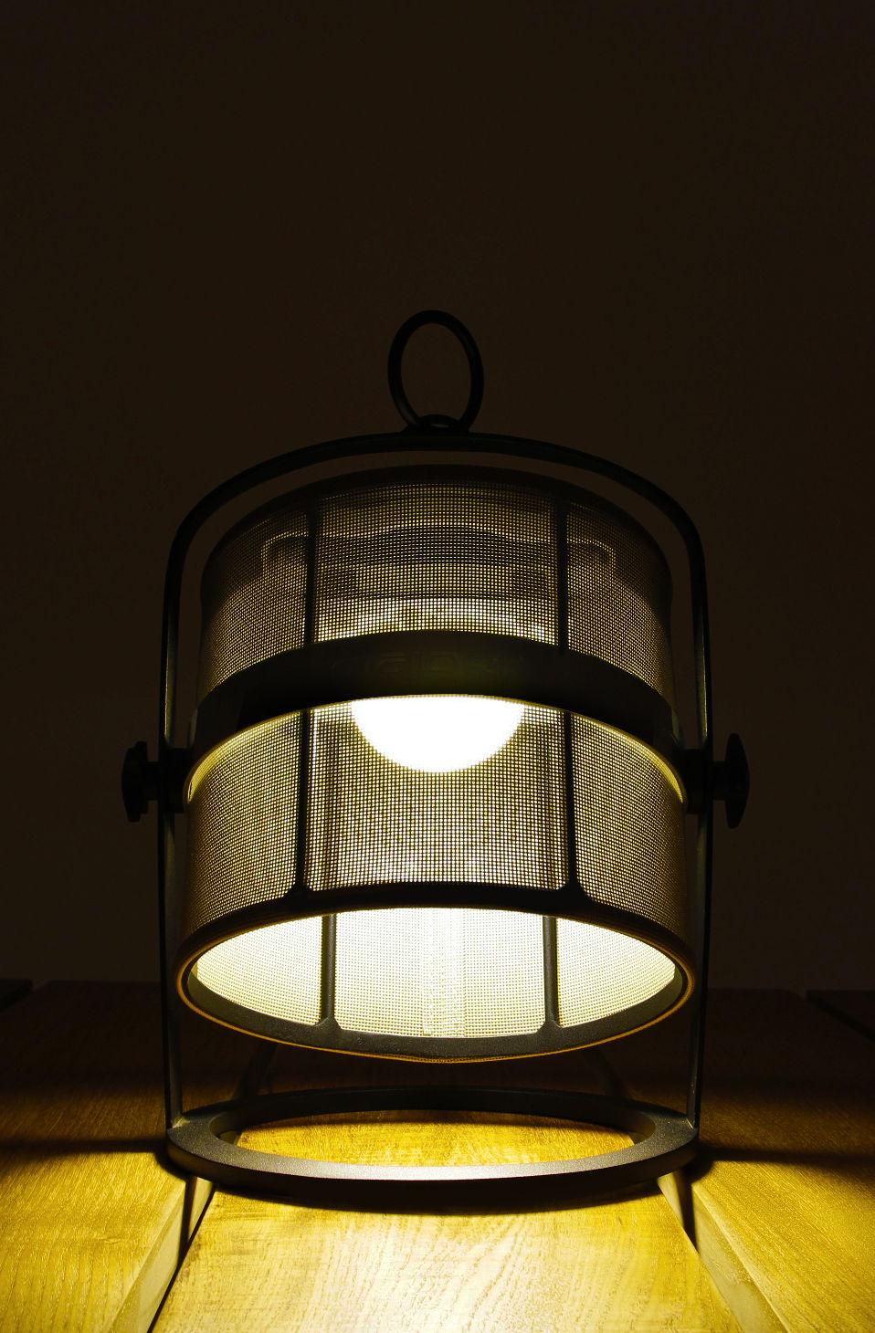 lampe solaire la lampe petite led sans fil structure noire bleu royal structure noire. Black Bedroom Furniture Sets. Home Design Ideas