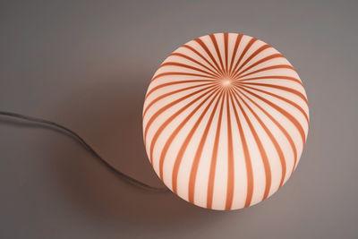Lampada Da Tavolo Filigrana Di Established Sons Bianco Rosso Made In Design