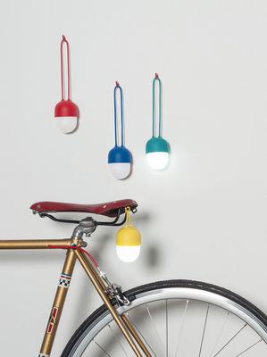 clover lampe ohne kabel tragbare led lampe rot by lexon made in design. Black Bedroom Furniture Sets. Home Design Ideas