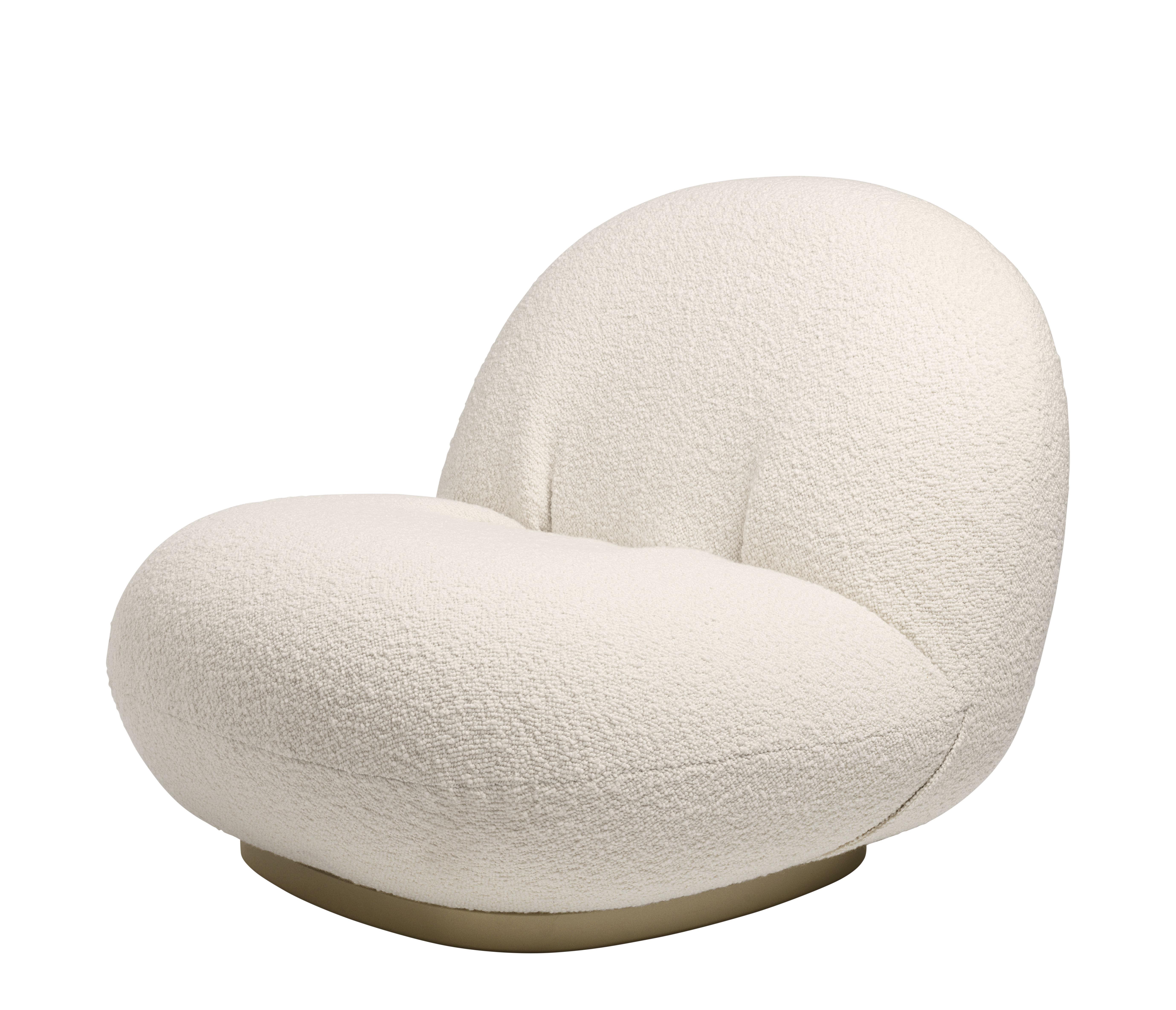 Möbel - Lounge Sessel - Pacha Gepolsterter Sessel / Pierre Paulin - Neuauflage des Originals aus dem Jahr 1975 - Gubi - Weiß / Sockel goldfarben - Furnier, Gewebe, Metall, Schaumstoff