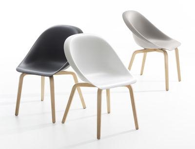 fauteuil hoop pieds h tre blanc pieds h tre b line made in design. Black Bedroom Furniture Sets. Home Design Ideas