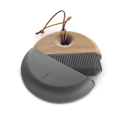 Kitchenware - Kitchen Sink Accessories - Sweep Brush and dustpan set by Eva Solo - Black & oak - Leather, Oak, Plastic, Silicone