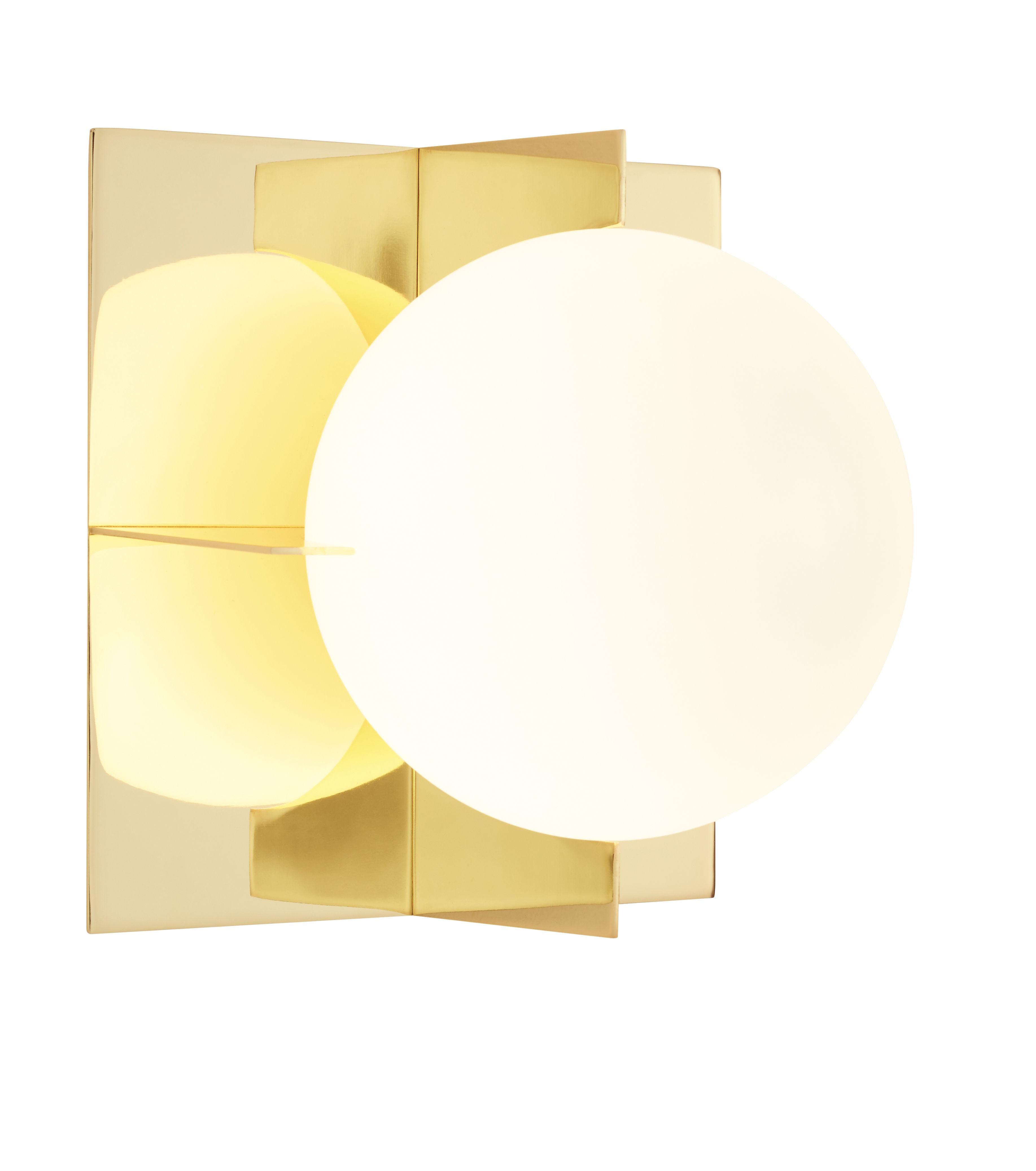Luminaire - Appliques - Applique Plane - Tom Dixon - Laiton poli / Sphère blanche - Acier plaqué laiton, Verre