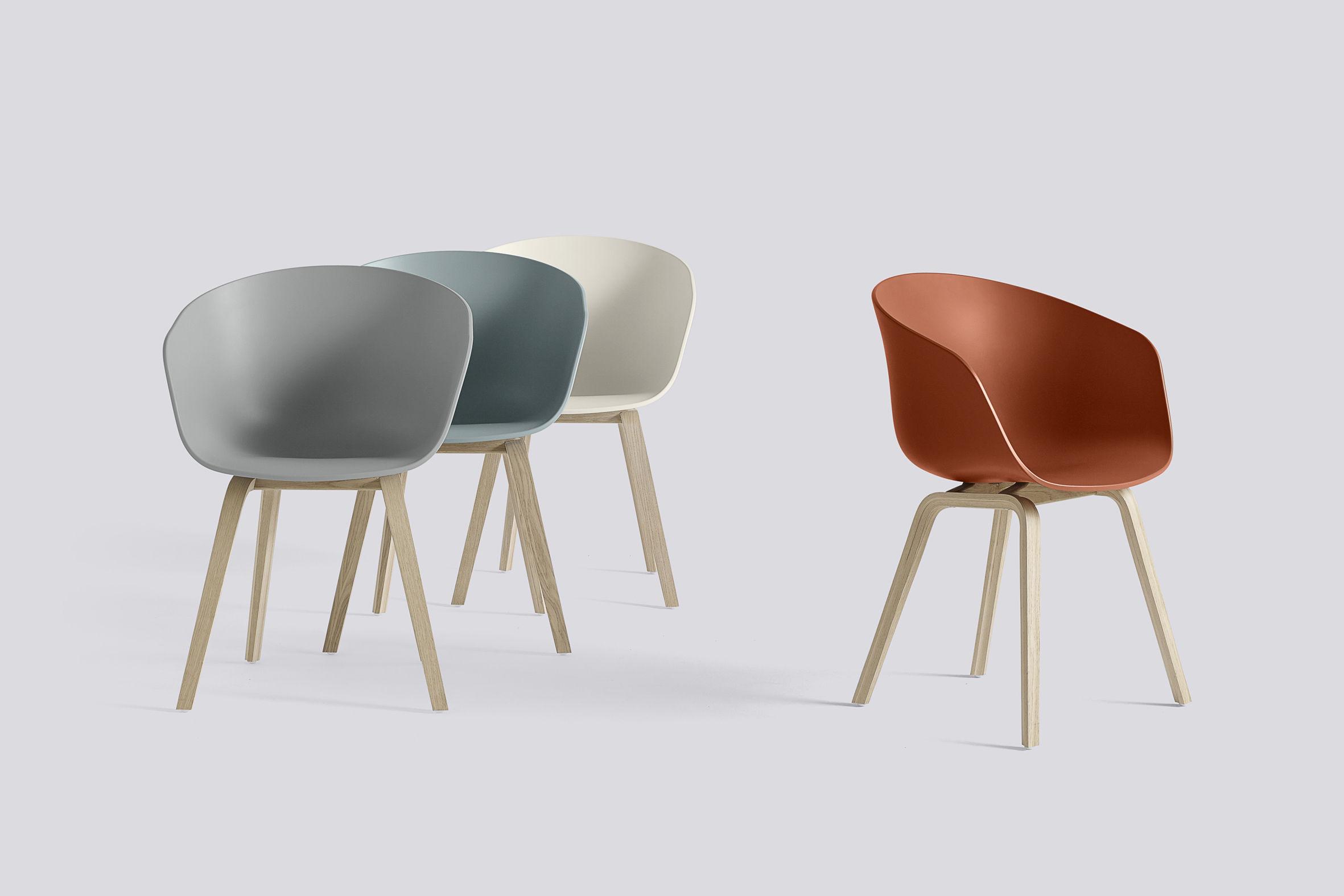 Legno Naturale Chiaro : Poltrona about a chair aac22 hay blu chiaro gambe legno naturale