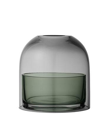 Dekoration - Kerzen, Kerzenleuchter und Windlichter - Tota Small Windlicht / Glas - H 10 cm - AYTM - Rauchglas / Schale grün - Glas