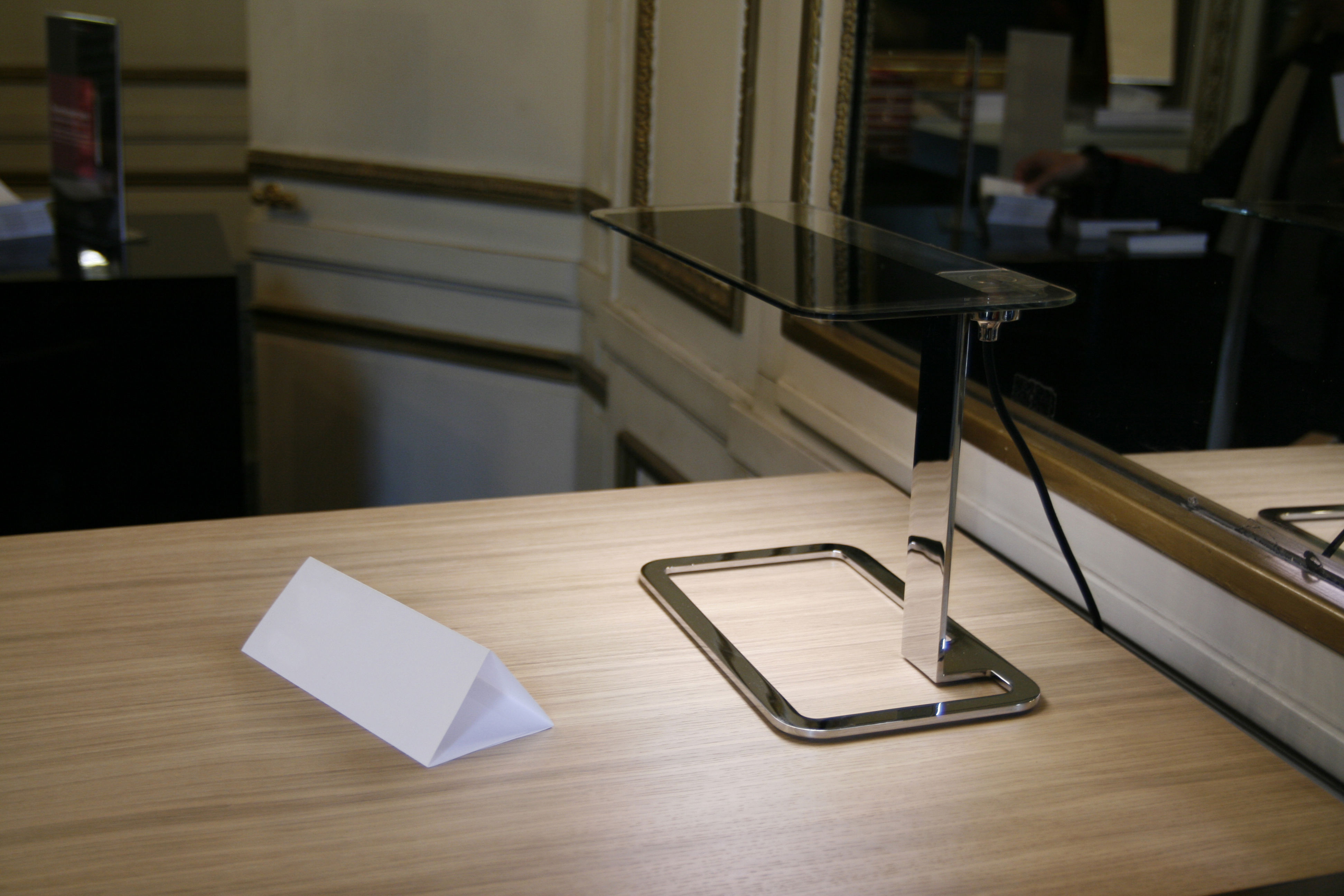 Olé lampada da tavolo tecnologia oled by blackbody cromato by