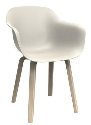 Möbel - Stühle  - Substance Sessel / Kunststoff & Stuhlbeine aus Holz - Magis - Weiß / Stuhlbeine holzfarben - Mehrschichtige Naturesche, Polypropylen