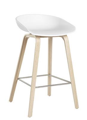 Möbel - Barhocker - About a stool AAS 32 Barhocker / H 65 cm - Hay - Weiß / Stuhlbeine holzfarben - Eiche natur, Polypropylen