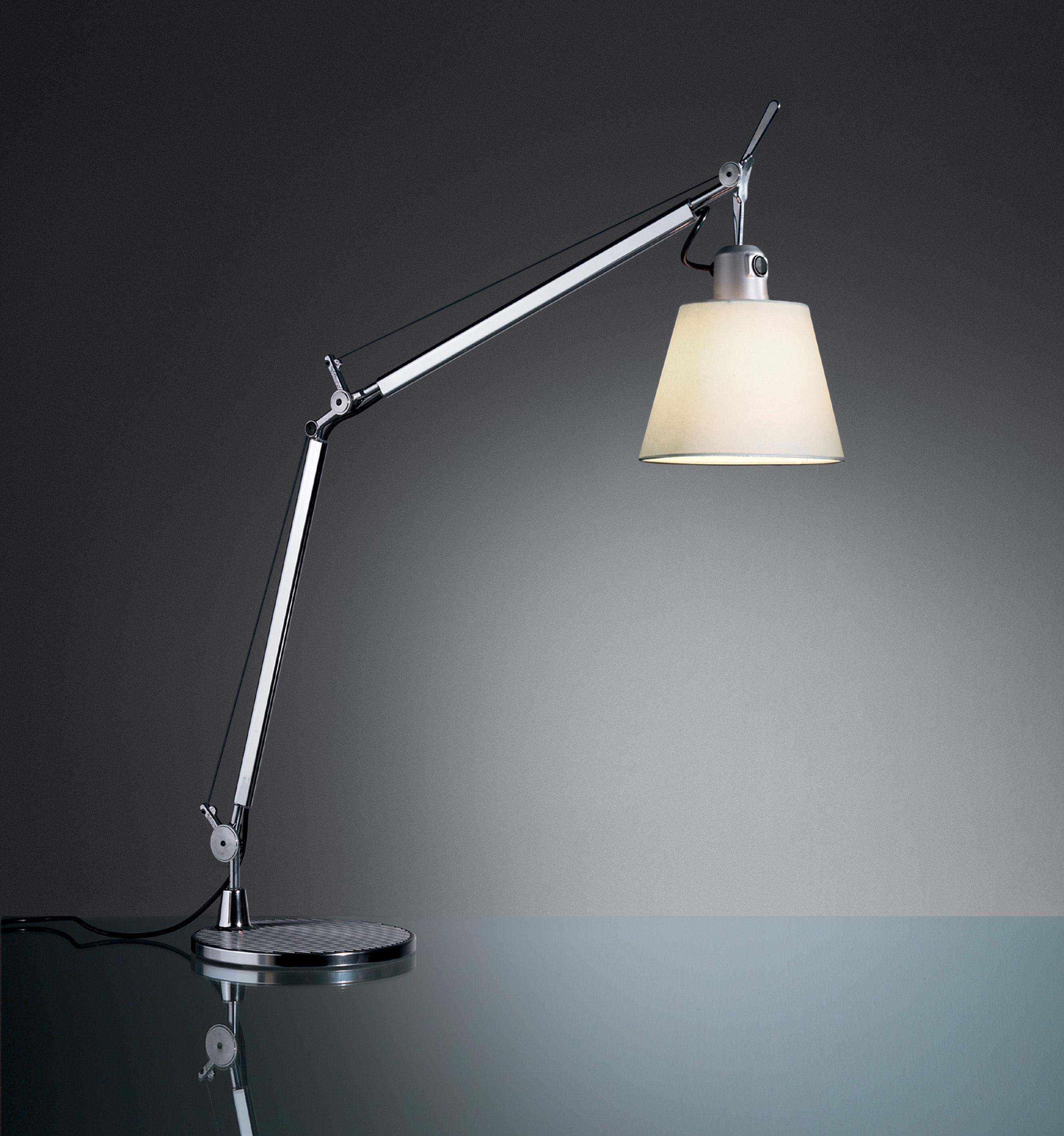 Lampada da tavolo tolomeo basculante artemide alluminio carta pergamena h 13 5 x 18 - Lampada da tavolo tolomeo ...
