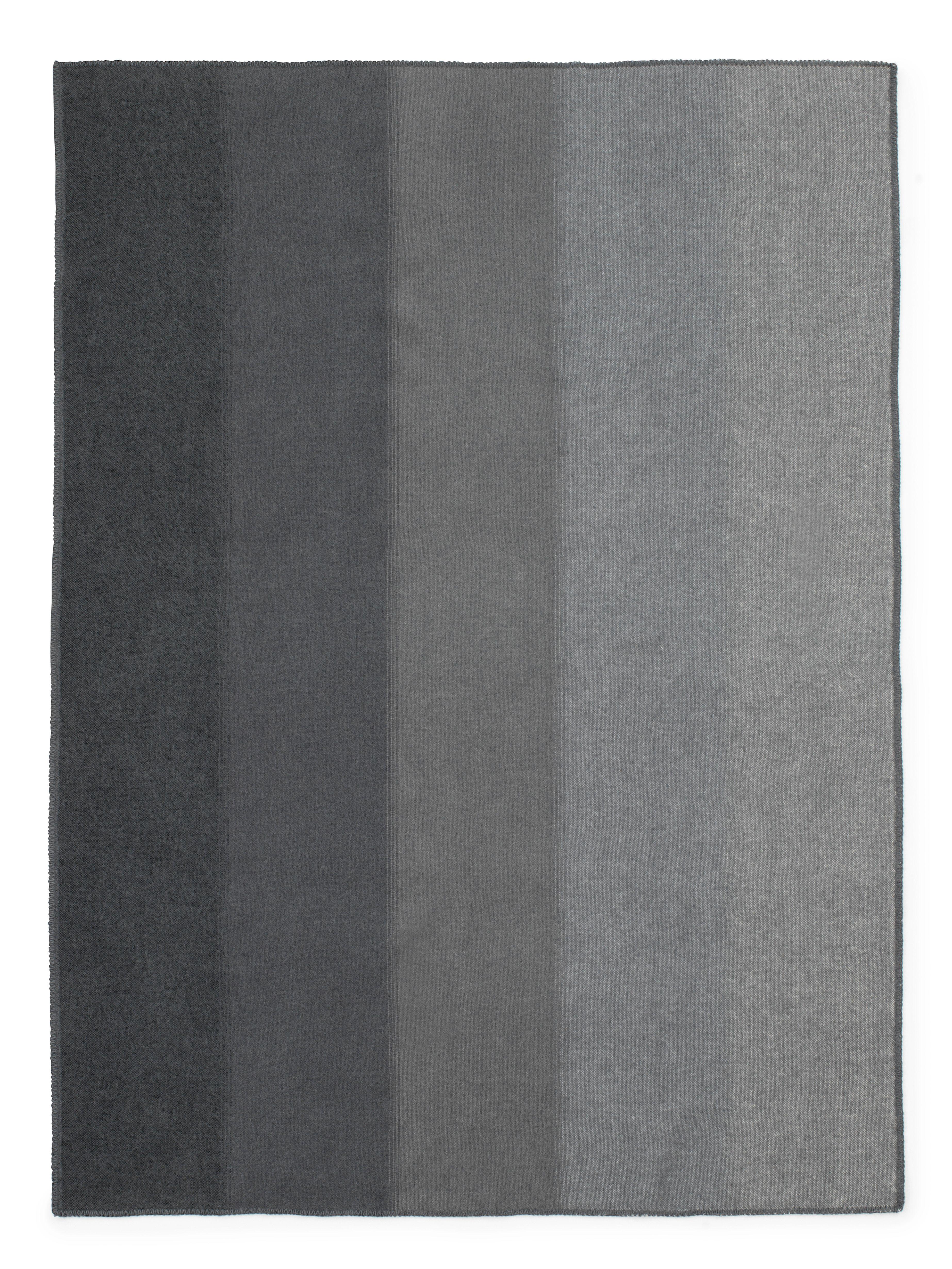 plaid tint throw normann copenhagen gris clair gris. Black Bedroom Furniture Sets. Home Design Ideas