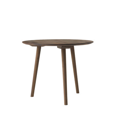 Trends - Take your seat! - In Between SK3 Round table - / Ø 90 cm - Walnut by &tradition - Walnut - Oiled solid walnut