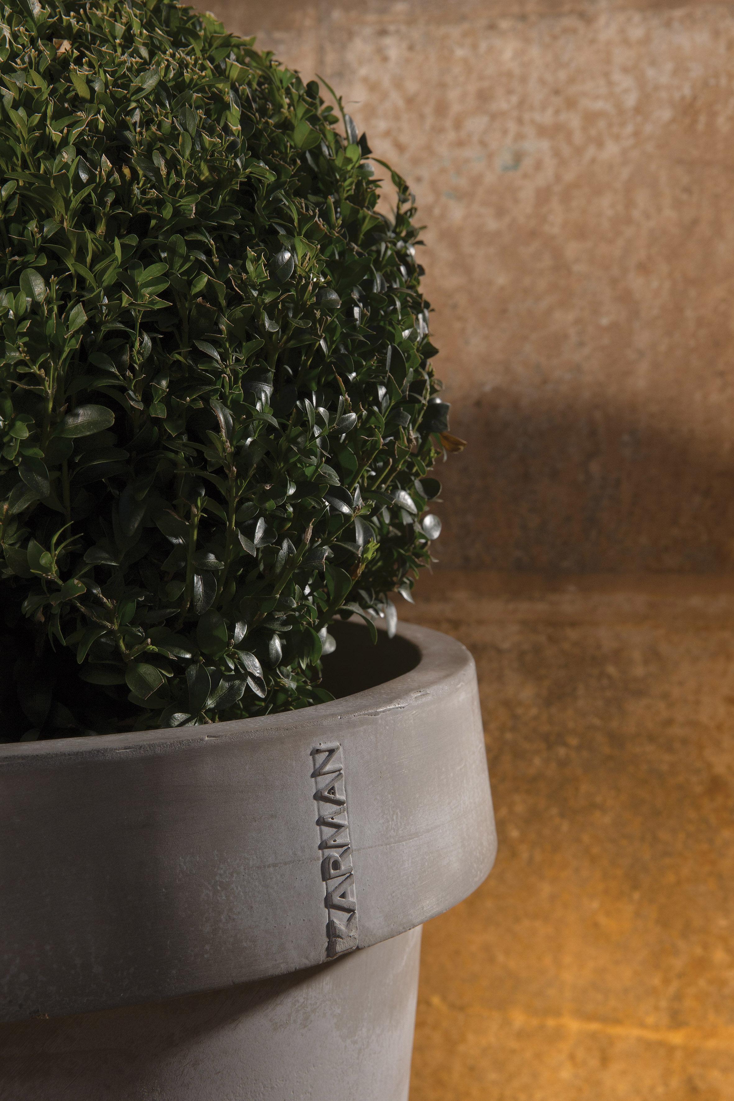 pot de fleurs lumineux gervaso led karman gris l 250 x. Black Bedroom Furniture Sets. Home Design Ideas