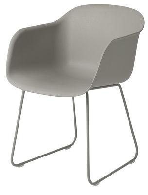 Möbel - Lounge Sessel - Fiber Sessel / mit Kufengestell - Muuto - Grau / Stuhlbeine grau - bemalter Stahl, Recyceltes Verbundmaterial