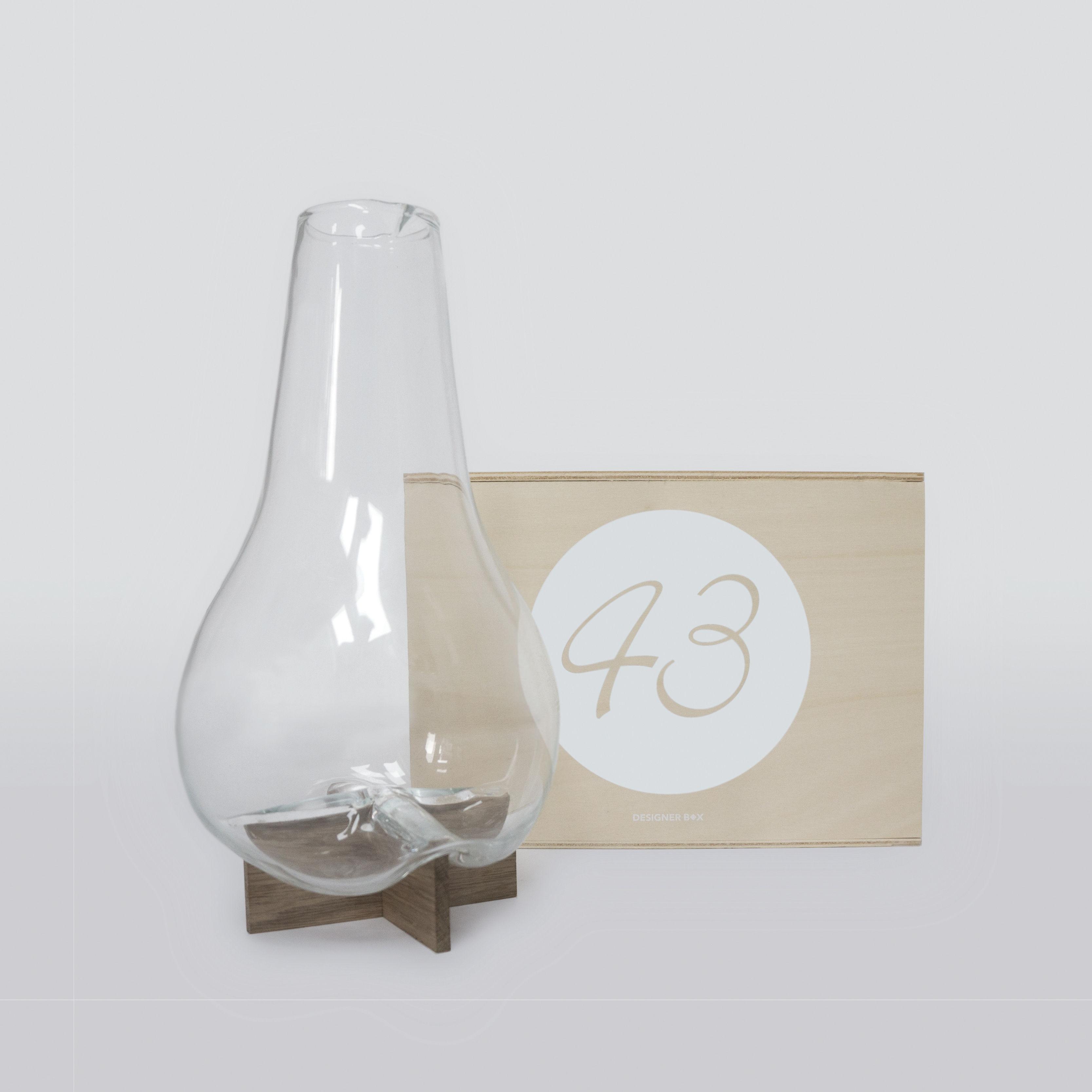 Arts de la table - Carafes et décanteurs - Coffret Designerbox#43 / Carafe 1L - Vanessa Mitrani - Designerbox - Transparent / Bois - Chêne massif, Verre soufflé