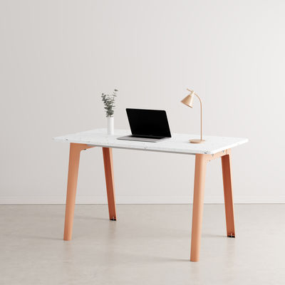 Furniture - Office Furniture - New Modern Desk - / 130 x 70 cm - Recycled plastic by TIPTOE - Ash Pink - Powder coated steel, Recycled plastic