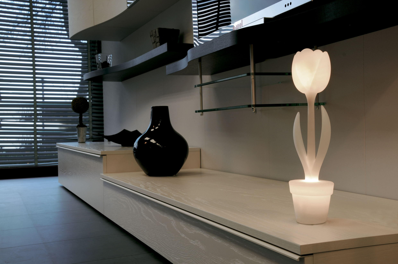 Tavolo Tulip Bianco : Scopri lampada da tavolo tulip h cm per l interno bianco di