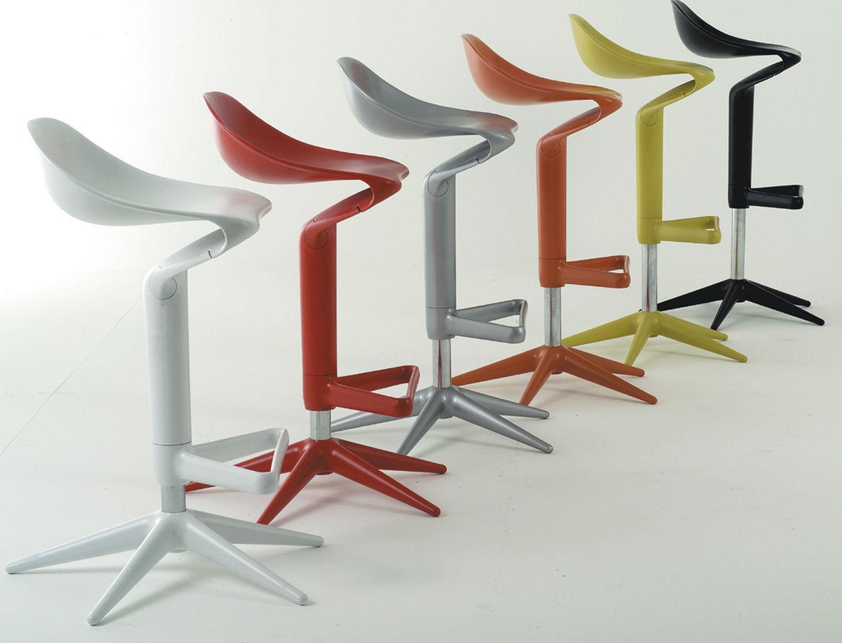Scopri sgabello alto spoon rosso di kartell made in design italia