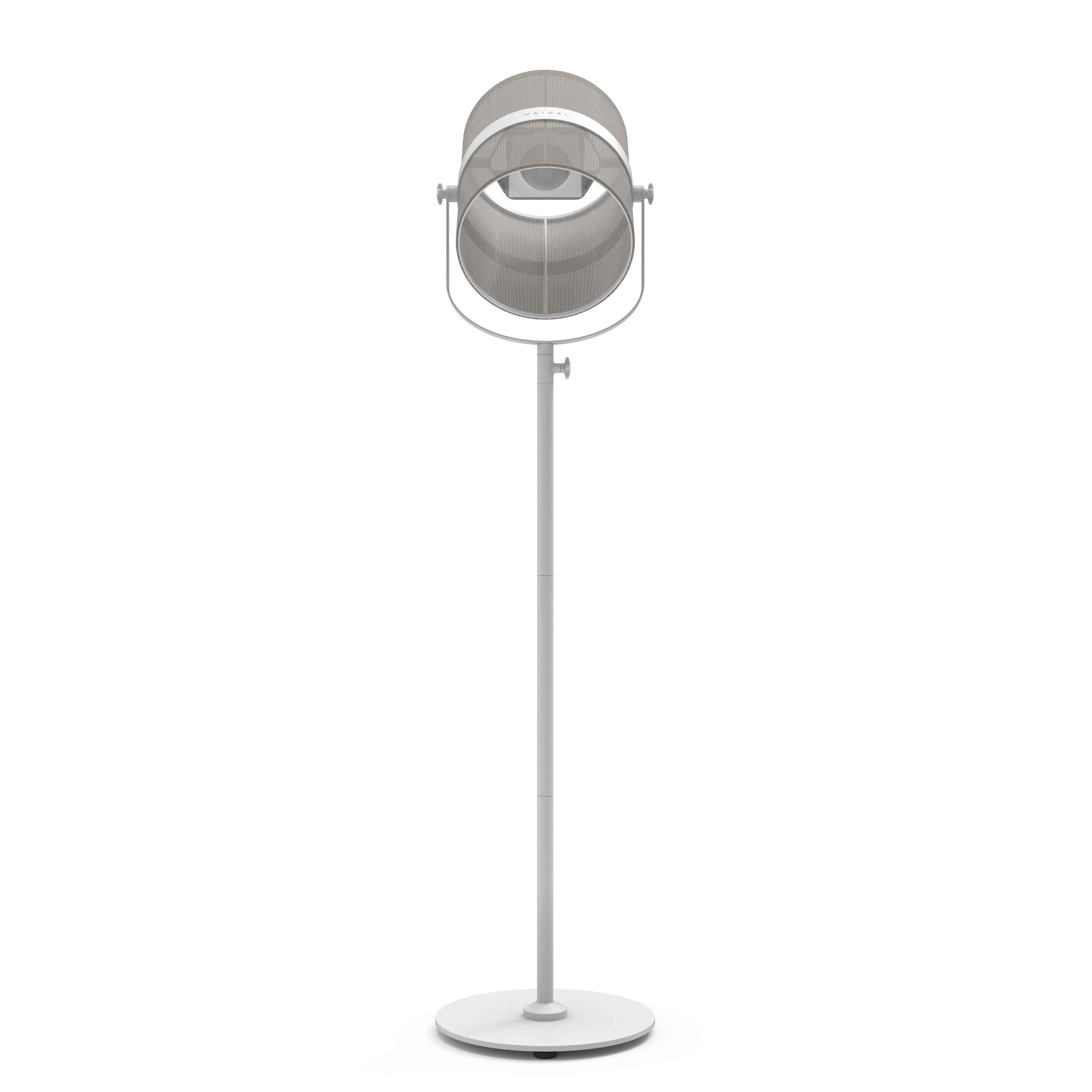 Leuchten - Stehleuchten - La Lampe Paris LED Solarleuchte / kabellos - Maiori - Helles Taupe / Ständer weiß - bemaltes Aluminium, Gewebe