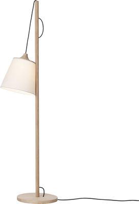 Luminaire - Lampadaires - Lampadaire Pull lamp / Abat-jour réglable - Fabriqué artisanalement - Muuto - Chêne / Abat-jour blanc - Chêne massif, Plastique recouvert de tissu
