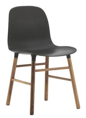 Mobilier - Chaises, fauteuils de salle à manger - Chaise Form / Pied noyer - Normann Copenhagen - Noir / noyer - Noyer, Polypropylène