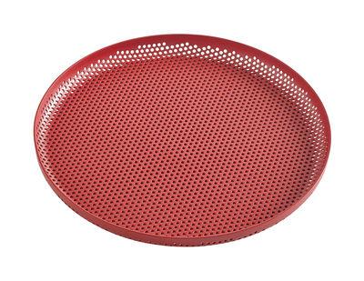 Arts de la table - Plateaux - Plateau perforated / Medium - Ø 26 cm - Hay - Rouge - Aluminium perforé