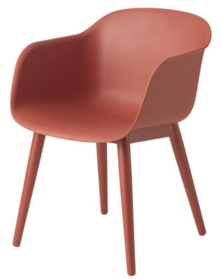 Möbel - Stühle  - Fiber Sessel / 4 Stuhlbeine aus Holz - Muuto - Rot / Stuhlbeine rot - bemalter Stahl, Eiche, Recyceltes Verbundmaterial