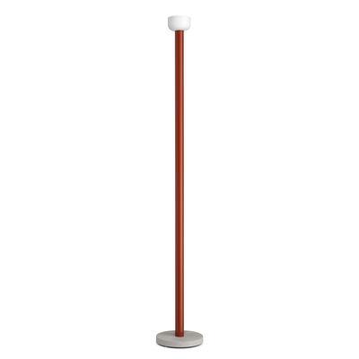 Illuminazione - Lampade da terra - Lampada a stelo Bellhop - / Base cemento - H 178 cm di Flos - Rosso mattone - Alluminio, Cemento, vetro soffiato