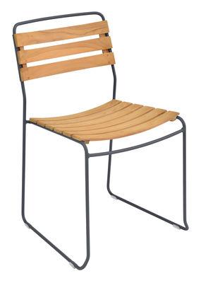 Mobilier - Chaises, fauteuils de salle à manger - Chaise empilable Surprising / Bois & métal - Fermob - Carbone / Bois - Acier peint, Teck huilé