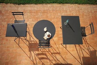 Arc En Ciel Tavolo Pieghevole.Scopri Tavolo Arc En Ciel O 80 Cm Pieghevole Nero Di Emu Made In Design Italia