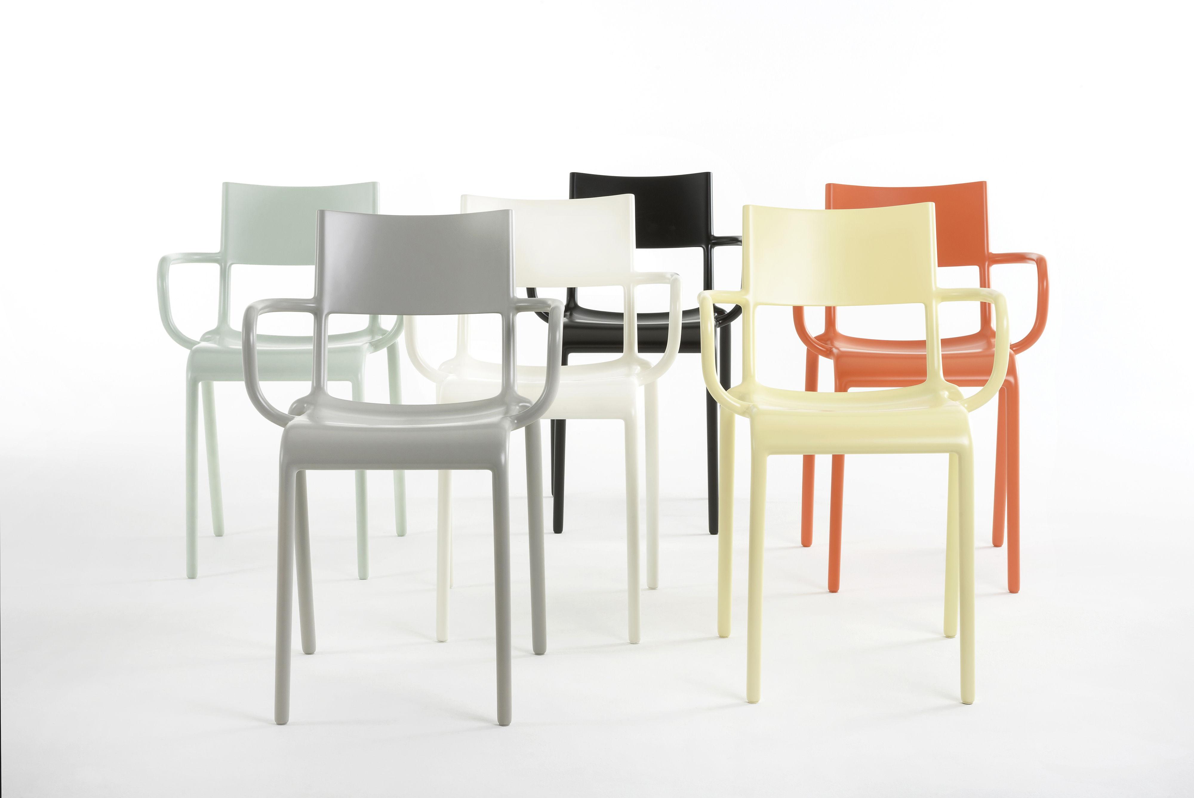 fauteuil empilable generic a polypropyl ne vert sauge kartell made in design. Black Bedroom Furniture Sets. Home Design Ideas