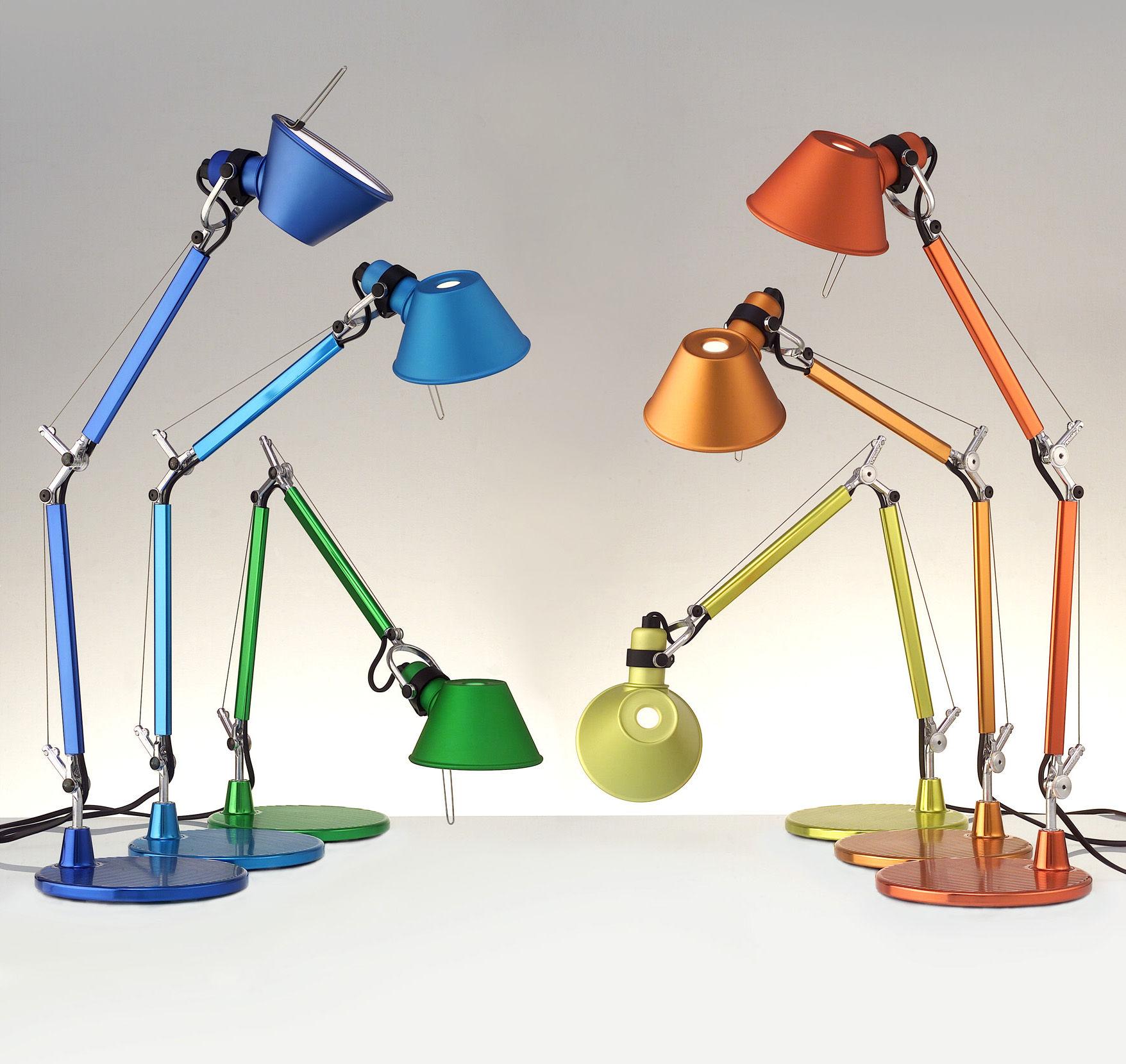Scopri lampada da tavolo tolomeo micro verde di artemide made in design italia for Lampada da tavolo verde