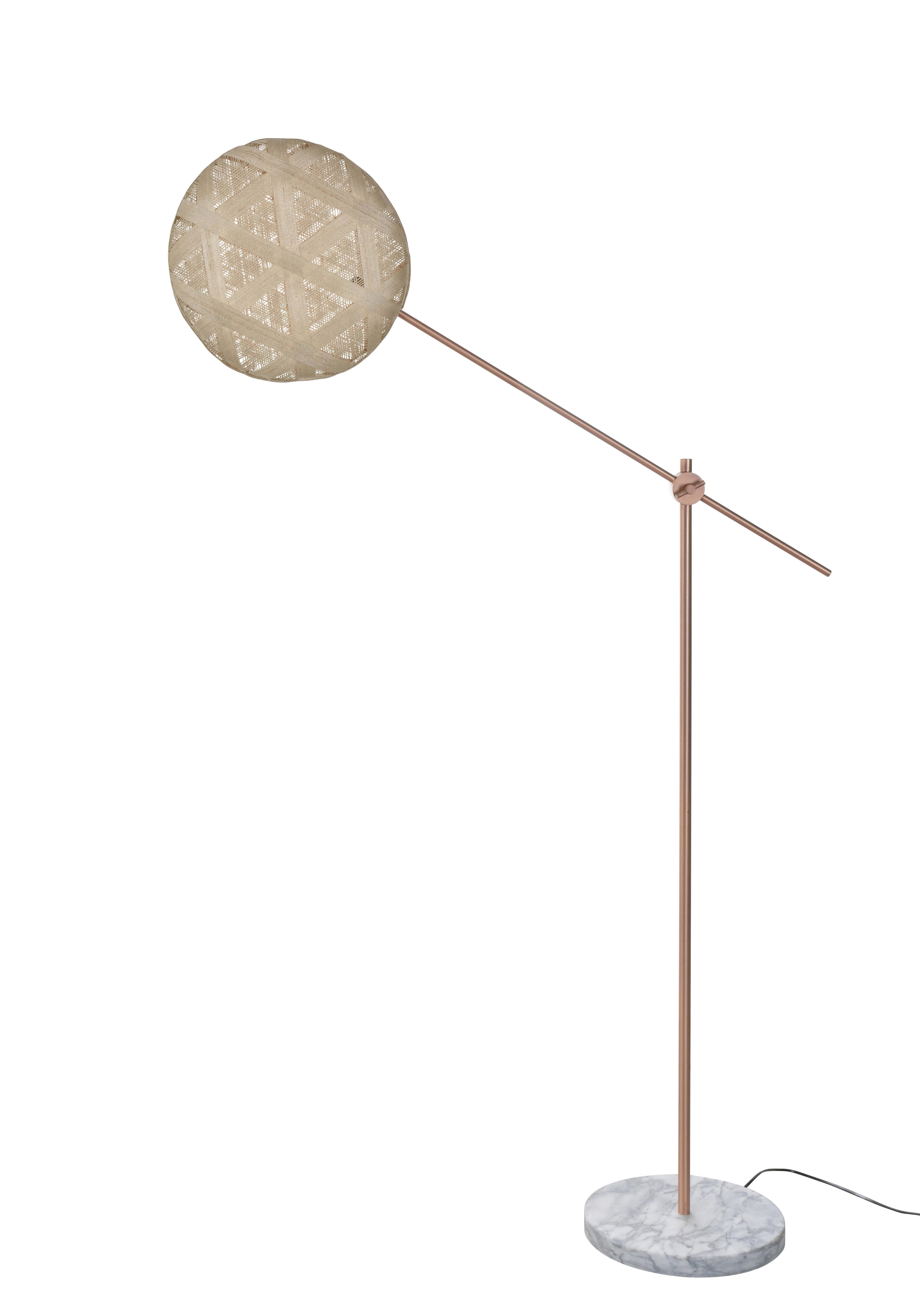 Luminaire - Lampadaires - Lampadaire Chanpen Hexagon / Ø 36 - Motifs triangles - Forestier - Beige / Cuivre - Abaca tissé, Marbre, Métal
