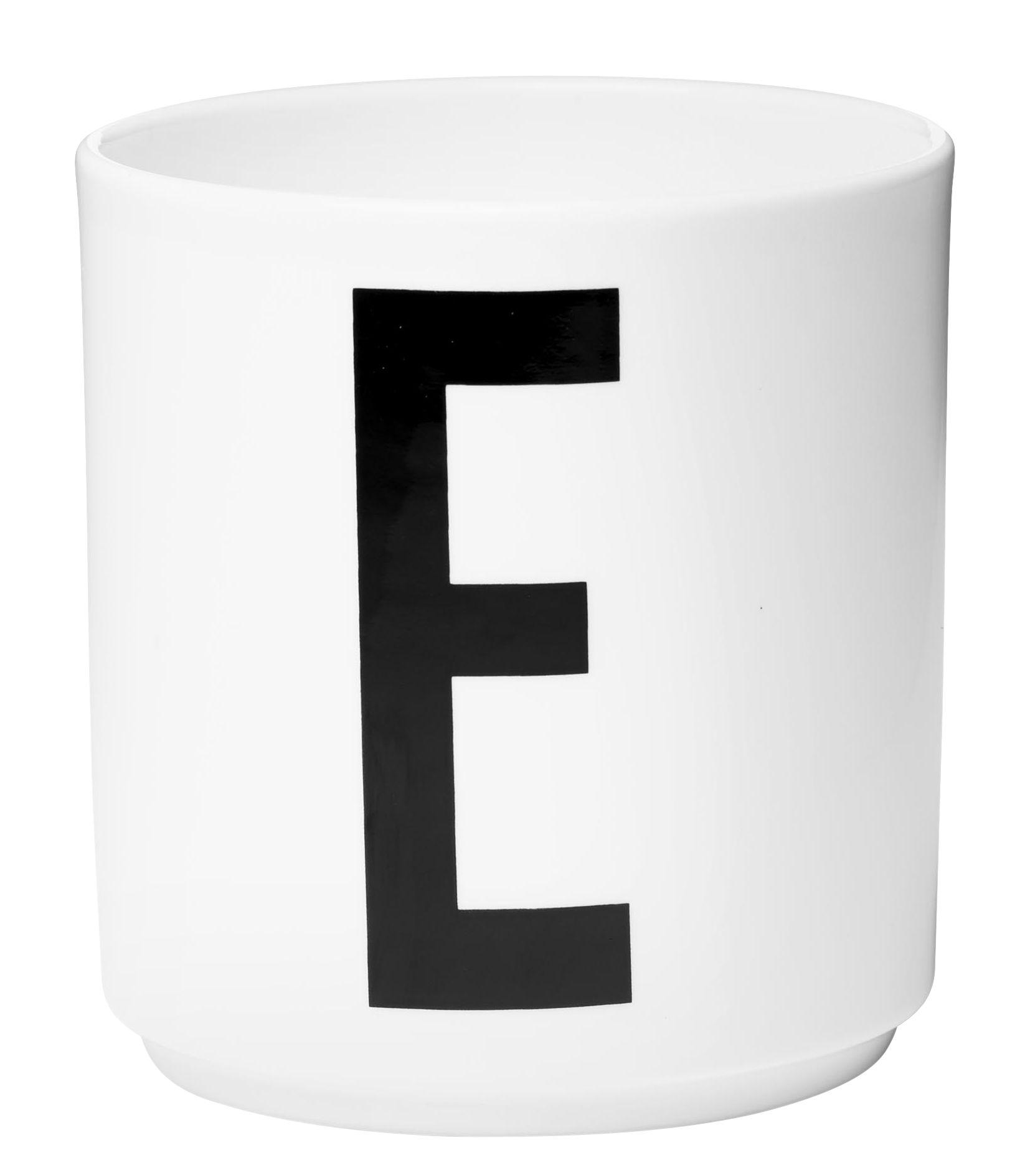 mug arne jacobsen design letters blanc lettre e 8 x h 9 cm made in design. Black Bedroom Furniture Sets. Home Design Ideas