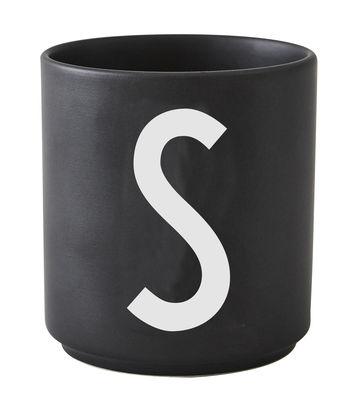 Arts de la table - Tasses et mugs - Mug Arne Jacobsen / Porcelaine - Lettre S - Design Letters - Noir / Lettre S - Porcelaine de Chine