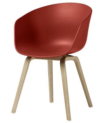 Arredamento - Sedie  - Poltrona About a chair AAC22 / Plastica & gambe legno - Hay - Rosso / Gambe legno naturale - Polipropilene, Rovere verniciato opaco