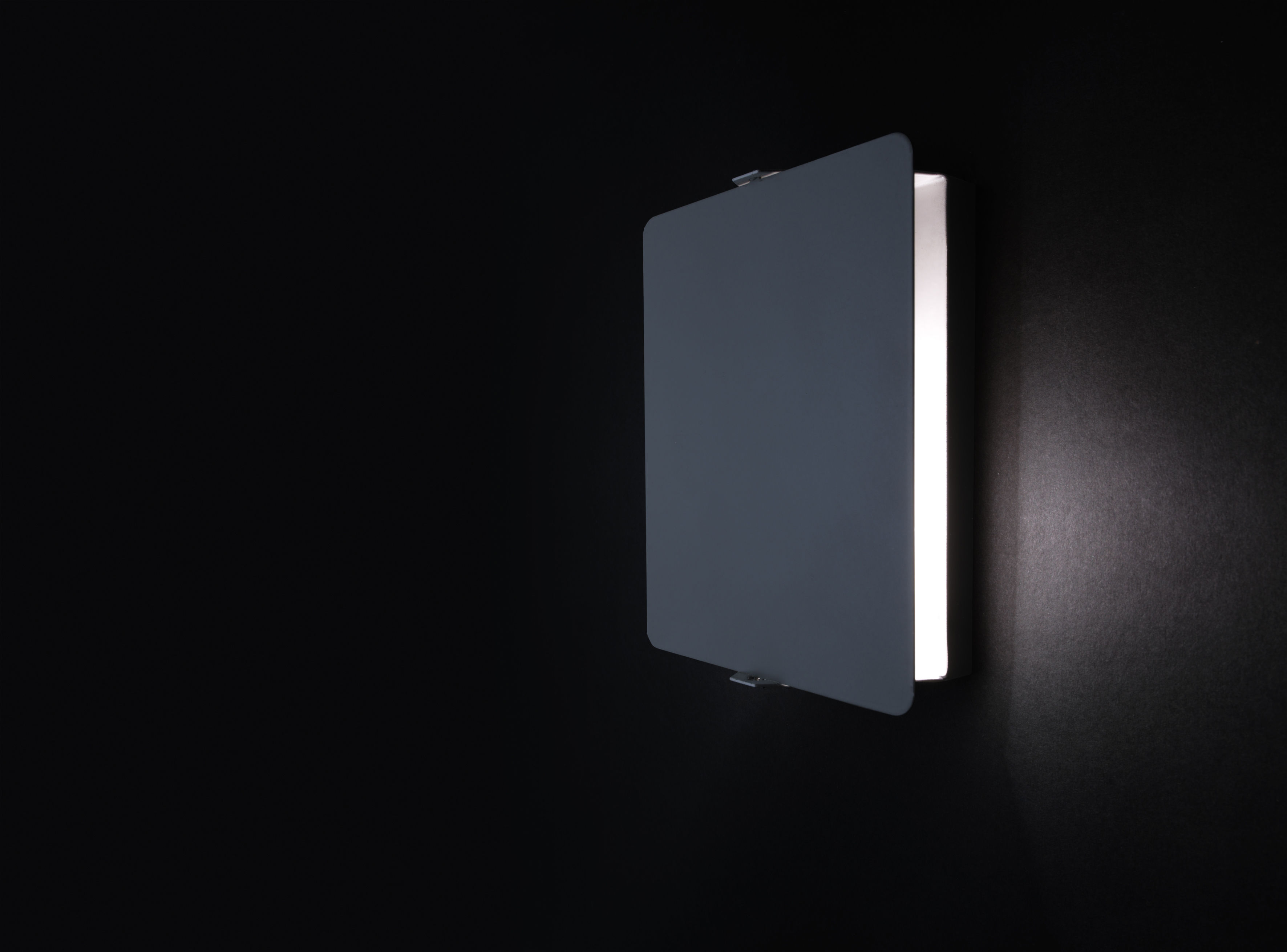 applique by charlotte perriand riedizione 1962 bianco placca girevole nera by nemo made. Black Bedroom Furniture Sets. Home Design Ideas