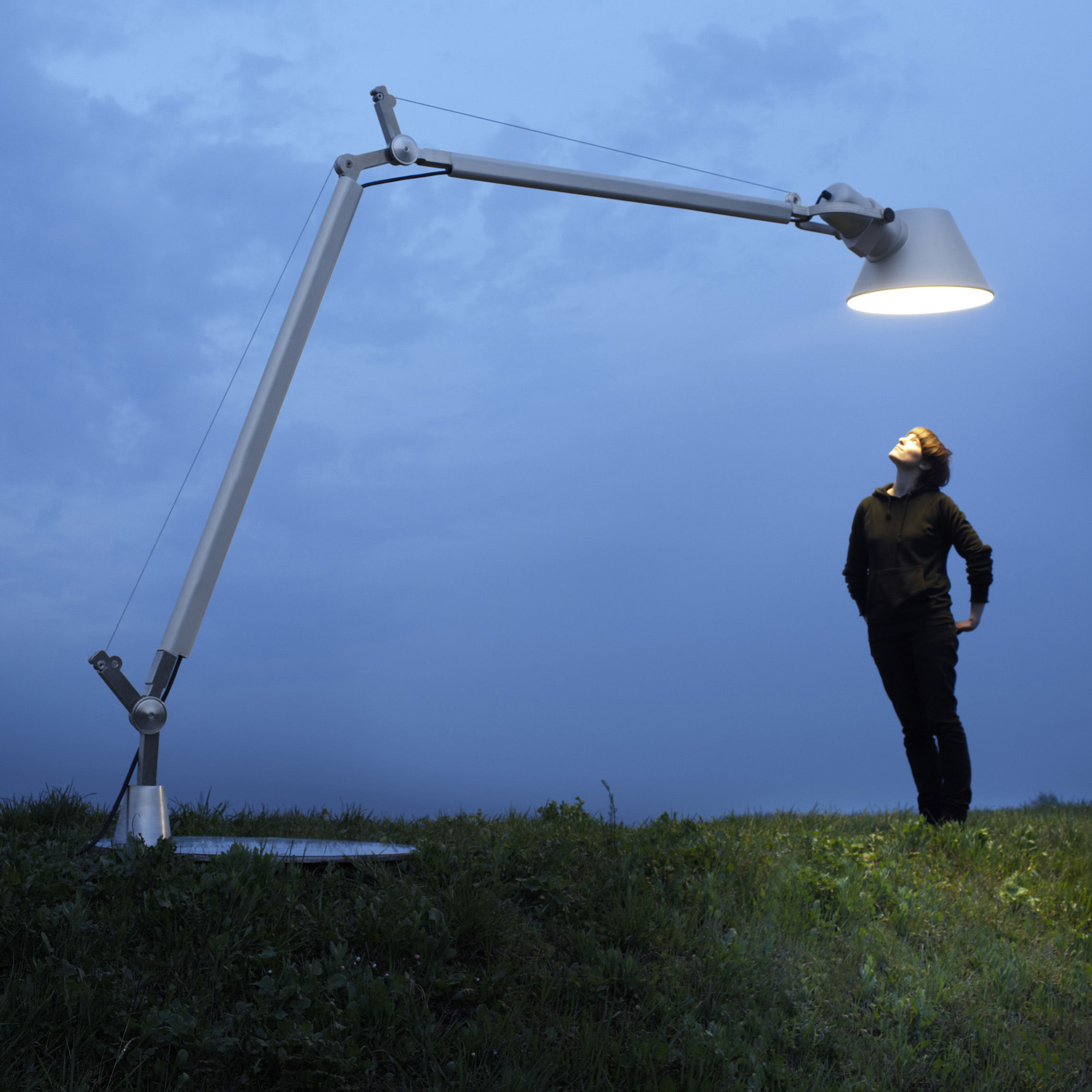 Lighting - Floor lamps - Tolomeo XXL Floor lamp - H 257 cm - Indoor by Artemide - Polished aluminium - Aluminium, Concrete, Thermoplastic