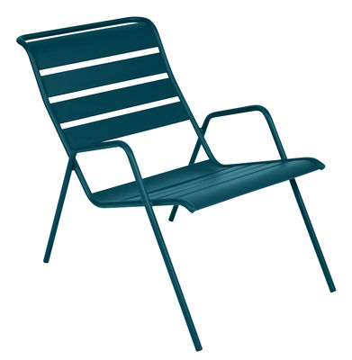 Furniture - Armchairs - Monceau Low armchair - / Stackable by Fermob - Acapulco blue - Painted steel