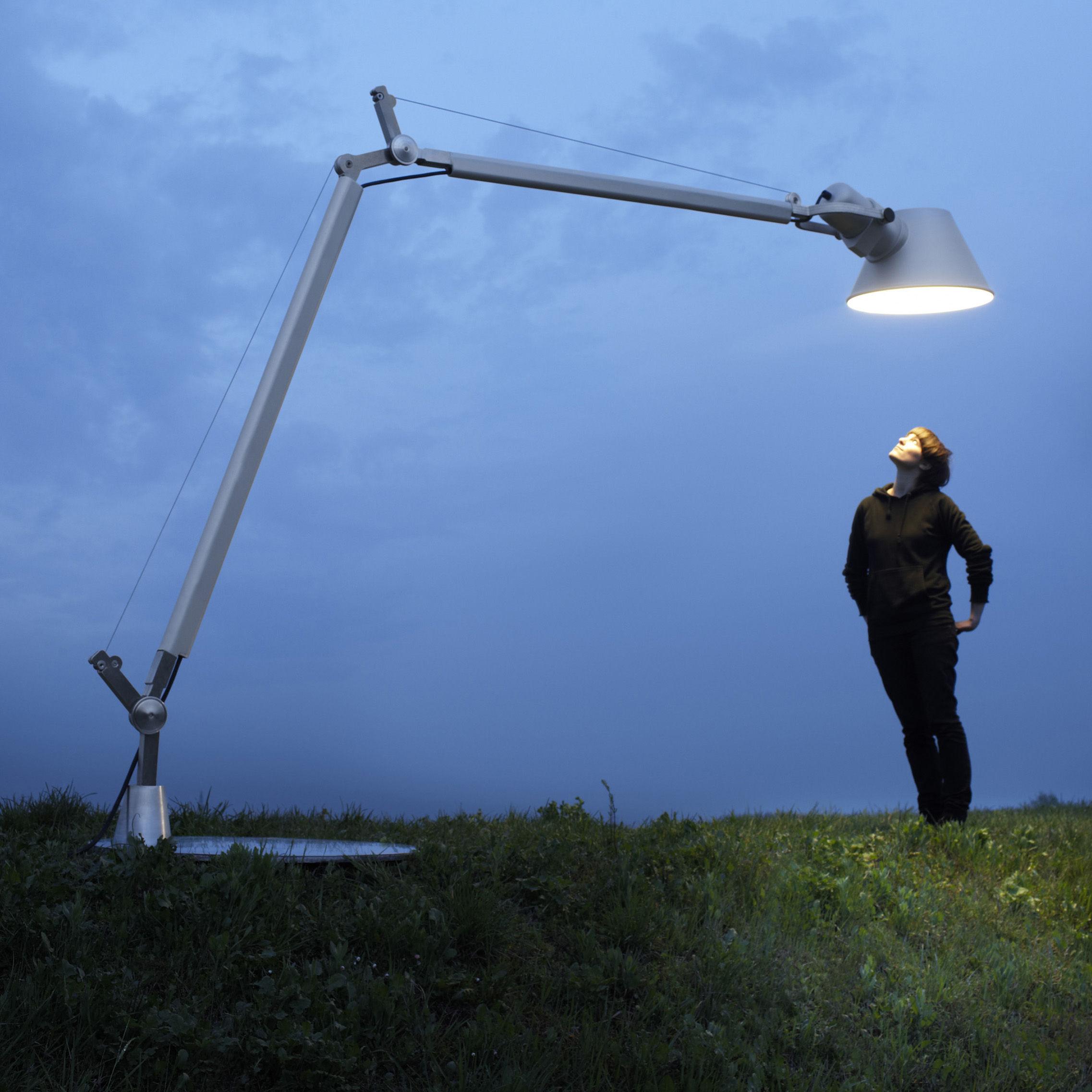 Leuchten - Stehleuchten - Tolomeo XXL Stehleuchte H 257 cm -  für innen - Artemide - poliertes Aluminium - Aluminium, Beton, Thermoplastique