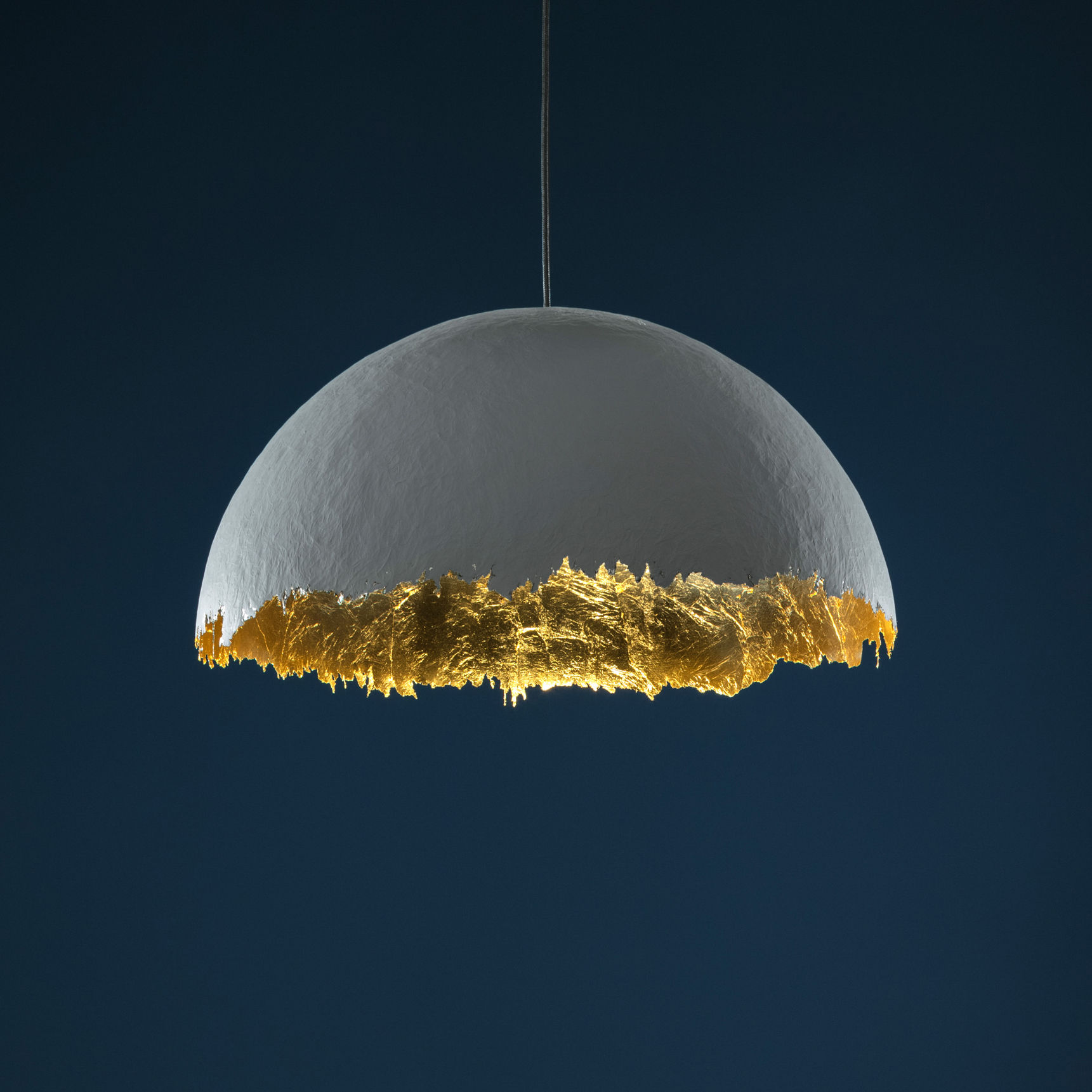 Lighting - Pendant Lighting - Suspension PostKrisi 49 Pendant - / Ø 60 cm by Catellani & Smith - White / Gold inside - Fibreglass, Gold leaf