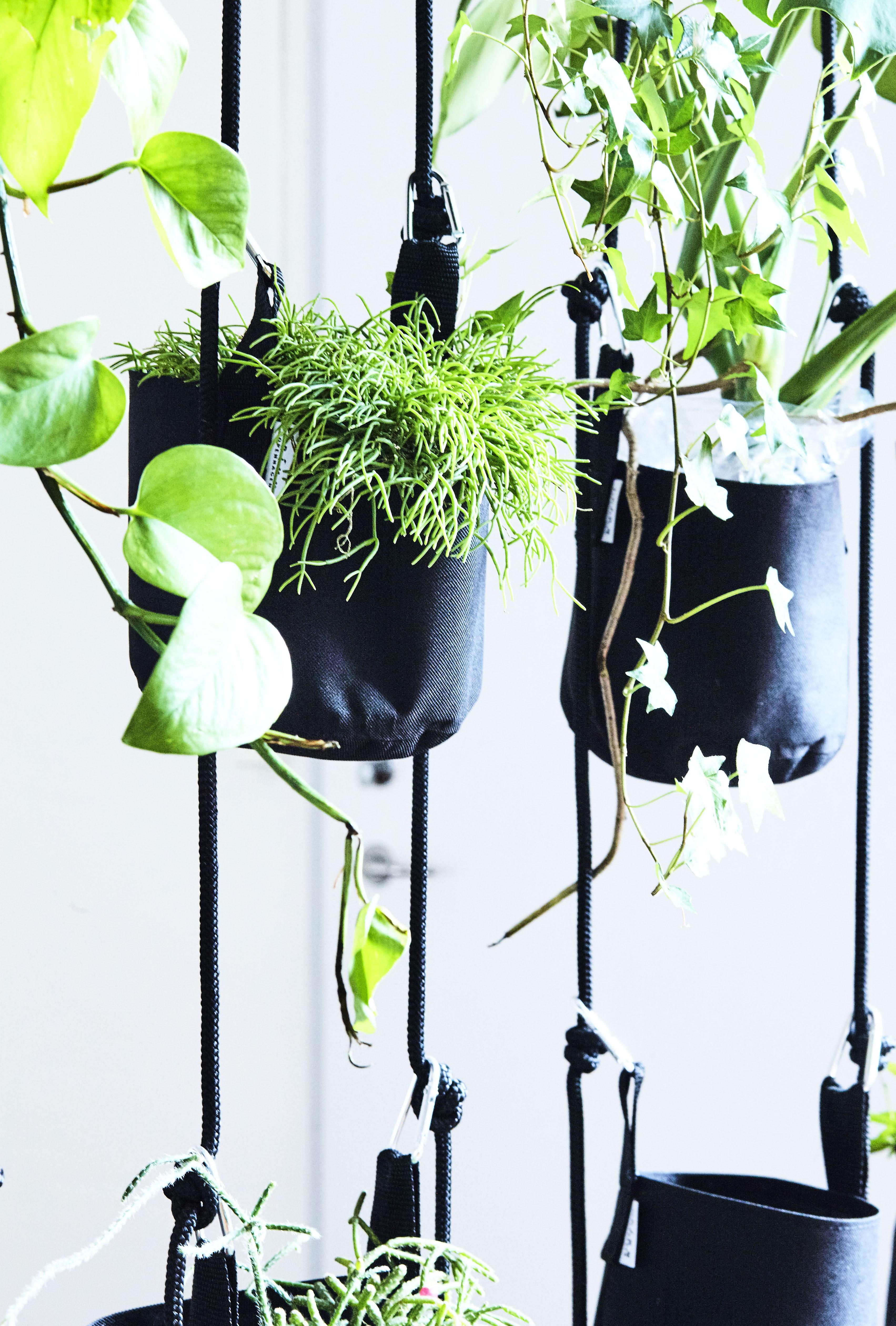vertical blumentopf zum aufh ngen 4 blument pfe und. Black Bedroom Furniture Sets. Home Design Ideas